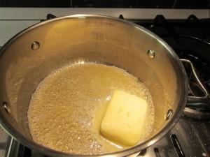 Besamel mártás recept - olvaszd meg a vajat