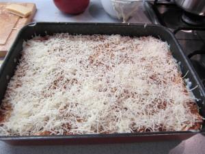 Bolognai lasagne elkészítése 9 - tetejére parmezán kerül