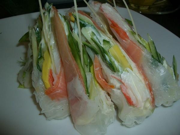 Fúziós konyha: japán-vietnami lazacos rizs tekercs