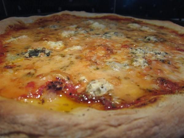 Kéksajtos pizza