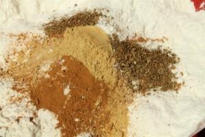 Mézeskalács recept sütőformában: liszt és fűszerek