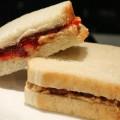 Mogyoróvajas szendvics lekvárral - Peanut butter jelly sandwich