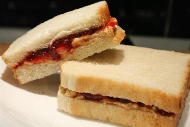 Peanut butter jelly sandwich: mogyoróvajas szendvics lekvárral