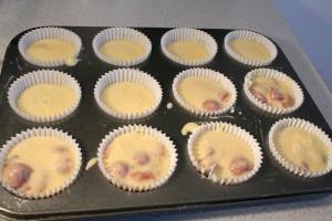 Kanalazd a tésztát a sütőformákba