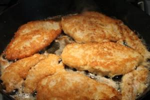 Parmezános csirke sütése