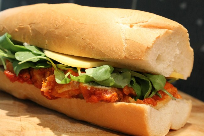 Parmezános csirkés szendvics