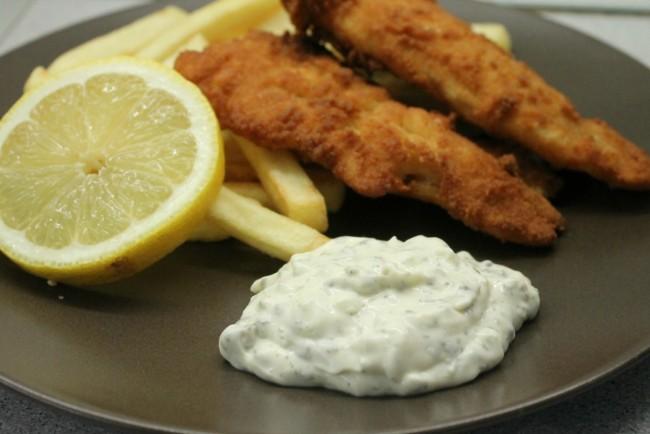 Remulád mártás, rántott hal, sült krumpli