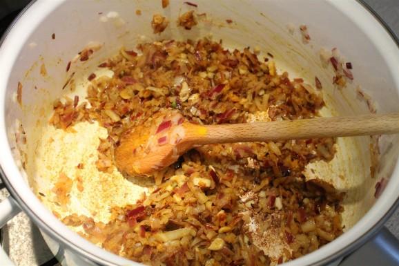 Sárgaborsó curry készítése: ilyenkor már indiai fűszerektől illatozik a konyha