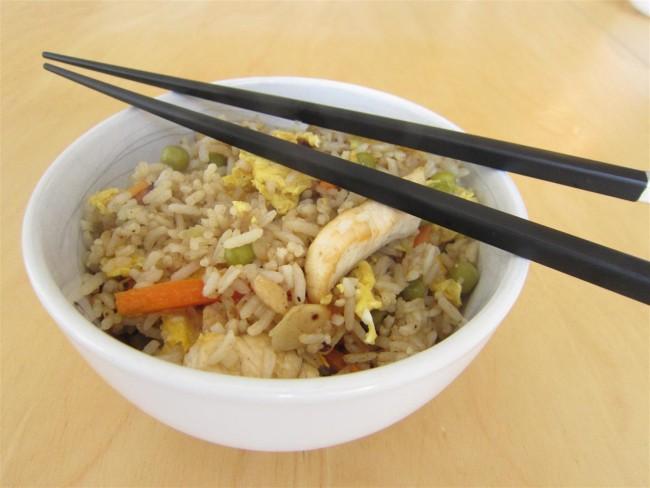 Kínai sült rizs csirkehússal