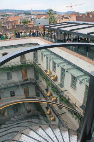 Aria Hotel Budapest High Note SkyBar csigalépcsővel