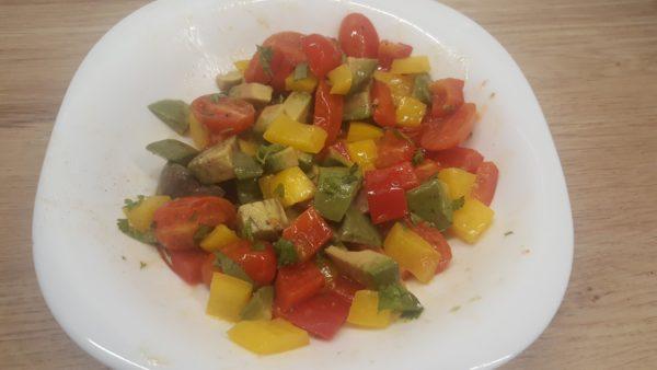 Avokádós kaliforniai paprika saláta
