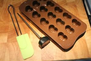 Bonbon készítés kellékei: bonbon forma, konyhai hőmérő, spatula