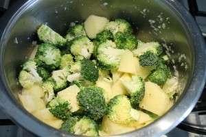Brokkoli krémleves készítése