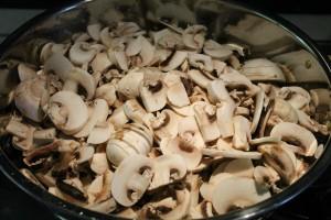 Gombapaprikás recept: szeleteld fel a gombát
