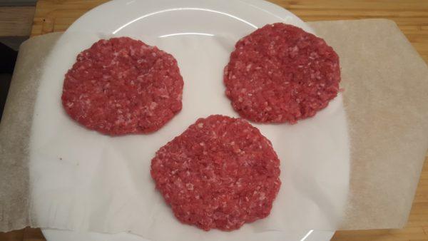 Hamburger húspogácsa sütőpapíron