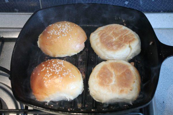 Hamburger zsemle pirítása