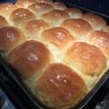 Hawaii édes kenyér ananásszal: frissen a sütőből, vajjal megkenve