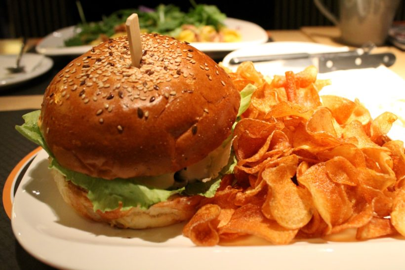 Központ Bisztró kacsamájas burger