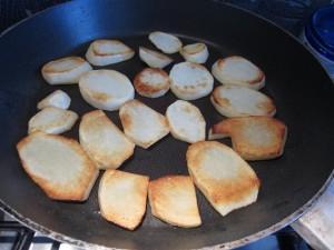 Muszaka recept: Kevés olajon süsd meg a krumplit