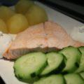 Norvég főtt lazac krumplival, uborkával, tejföllel