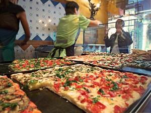 Pizza al taglio: négyszögletes pizza Olaszországból