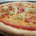 Sonkás articsóka pizza