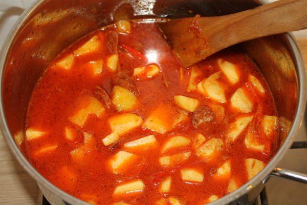 Spanyol paprikás krumpli készítése 11