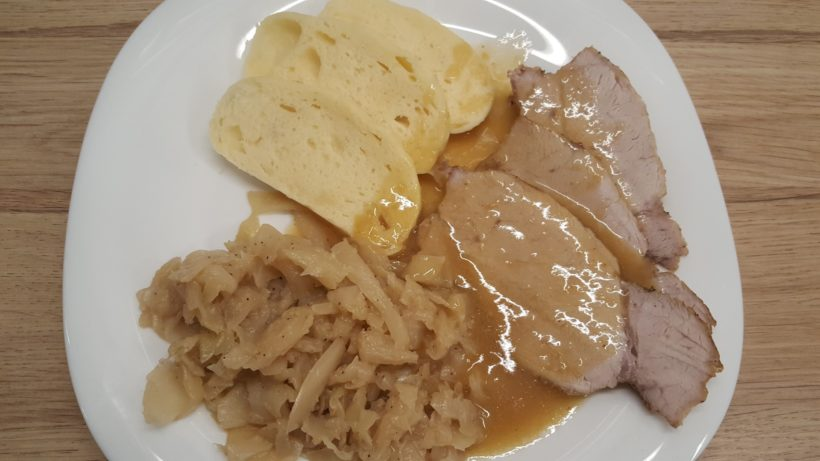 Sült hús, knédli, káposzta