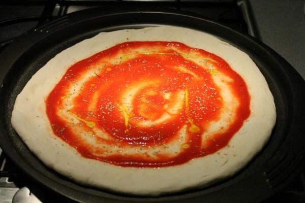 Tojásos pizza paradicsomos alap