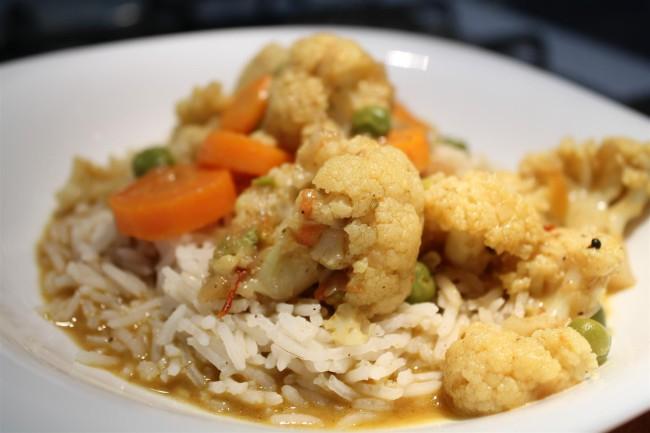 Zöldség curry kókusztejben főzve